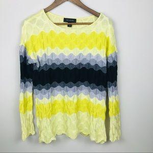 St. John Wavy Knit Sweater Size Medium